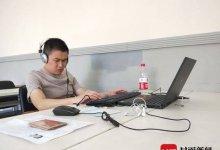 四川两位视障者参加社工职业水平考试 特制考卷让他们用听去触摸梦想